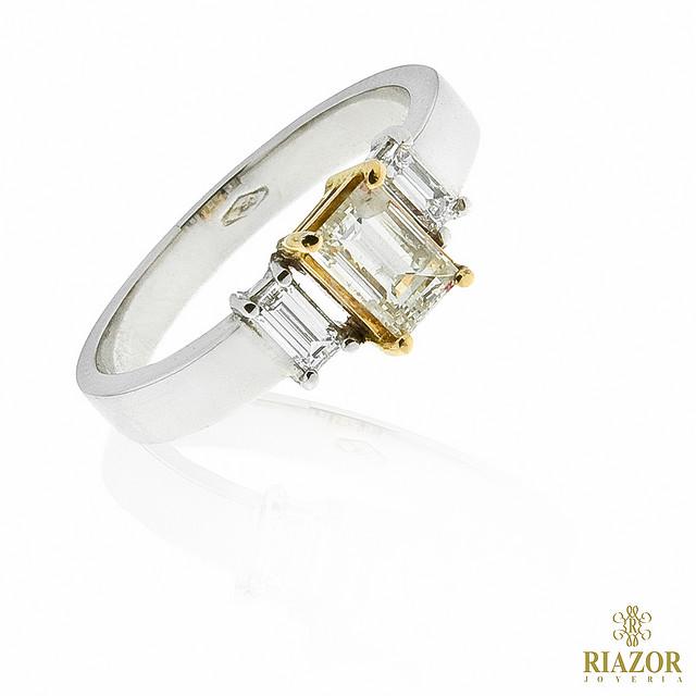 Különleges eljegyzési gyűrű