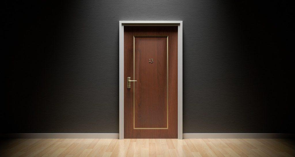 Furnér ajtó